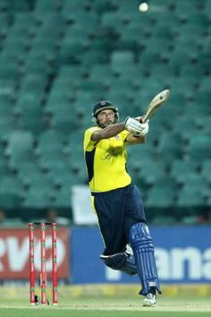Shahid Afridi of Hampshire deals with a high delivery vs Sailkot Stallions, CLT20, Wanderers, SA 11 Oct 2012