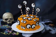 "Throw your best-ever Halloween celebration with our great ""Halloween Special Cake"" Bolo Halloween, Halloween Infantil, Dessert Halloween, Halloween Cakes, Spooky Halloween, 1st Anniversary Cake, Monster Eyes, Anne Sophie, Scary Decorations"