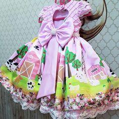 uma doce fazendinha rosa para uma bonequinha comemorar seu primeiro aninho ! 3rd Birthday Party For Girls, First Birthday Pictures, Farm Birthday, Little Girl Dresses, Little Girls, Farm Clothes, Picture Outfits, Farm Party, Party Wear
