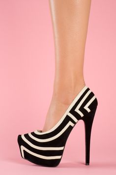 Black and white pumps #shoes