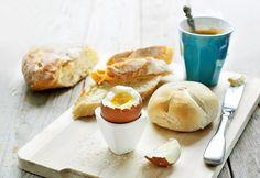 compleet ontbijt uit Airfryer, Eitje koken kan hierin ook.Klein gaatje in ei prikken, alles gelijktijdig in een niet voorverwarmde Airfryer 8 minuten 160 graden