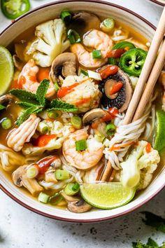 Shrimp Pho, Shrimp Noodles, Shrimp Pasta Recipes, Soup Recipes, Dinner Recipes, Cooking Recipes, Seafood Pho Recipe, Ww Recipes, Fish Recipes