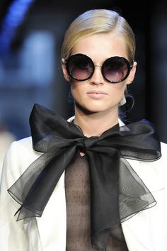 Chanel...a great holiday diy with a strip of organza