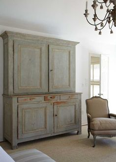 ❣~ Style By Gj *~ A view of the French armoire in aqua peeling paint.home of Carol Glasser Primitive Furniture, Vintage Furniture, Colonial Furniture, Handmade Furniture, Vibeke Design, Deco Design, Design Design, Paint Furniture, Furniture Design