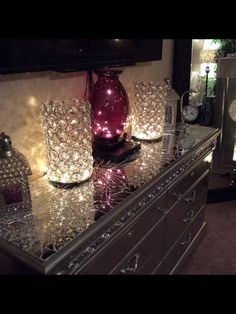 Top of dresser done in mirror mosaic Diy Furniture Projects, Recycled Furniture, Find Furniture, Furniture Makeover, Mirror Mosaic, Diy Mirror, Dresser With Mirror, Mirrored Dresser, Mirror Ideas