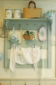 Shabby Chic Home Decor Guide Vintage Shabby Chic, Shabby Chic Decor, Vintage Decor, Rustic Decor, Farmhouse Decor, Vintage Apron, Shabby Chic Kitchen, Country Kitchen, Vintage Kitchen