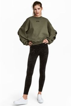 Crushed velvet leggings - Black - Ladies | H&M GB 1