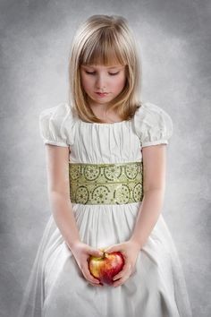Photo girl with apple by Agnieszka Filipowska on 500px