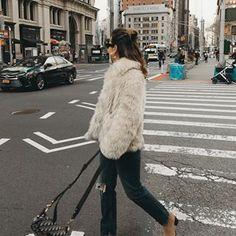 Sara Escudero (@collagevintage) • Fotos y videos de Instagram Collage Vintage, Fashion Show, Fashion Design, Fashion Photography, Fur Coat, Winter Jackets, Vogue, Instagram, Chic