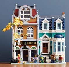 The new Lego modular bookstore. Its a thing of beauty I neeeed it in my life! Lego Creator, The Creator, Lego Modular, Lego Design, Boba Fett, Modele Lego, Box Container, Lego Moc, Lego Lego