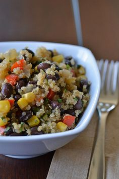 and Black Bean Salad Quinoa and Black Bean Salad. via Pennies on a PlatterQuinoa and Black Bean Salad. via Pennies on a Platter Healthy Cooking, Healthy Snacks, Healthy Eating, Cooking Recipes, Vegetarian Recipes, Healthy Recipes, Pescatarian Recipes, Good Food, Yummy Food
