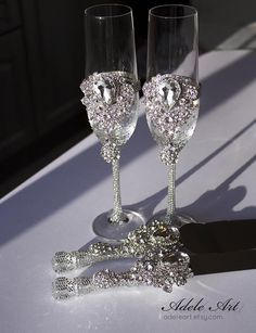 This Crystal Wedding Crystal clear Rhinestones Wedding Flutes set is just one of the custom, handmade pieces you'll find in our champagne glasses shops. Wedding Wine Glasses, Wedding Champagne Flutes, Crystal Champagne, Champagne Glasses, Bling Wedding, Rhinestone Wedding, Crystal Wedding, Wedding Favors, Diy Crystals
