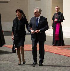 Aleksander Kwaśniewski wraz z małżonką Jolantą przed msza kanonizacyjną Jana XXIII i Jana Pawła II