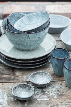 The Nordic Sea bowl from Broste Copenhagen combines soft grey, green & blue hues with delicate hand-painted stripes. Shop Nordic Sea tableware now. Ceramic Pottery, Ceramic Art, Blue Pottery, Glazed Pottery, Pottery Plates, Ceramic Bowls, Broste Copenhagen, Aging Wood, Light Blue Color