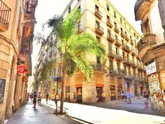 The best things to do in Barcelona and the most unique experiences to live the city like a local. All insider hand-picked tips from a Barcelona resident!