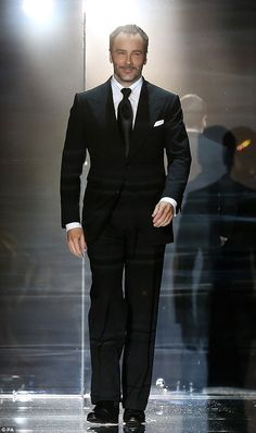 Never one to put a sartorial foot out of place, Cate Blanchett made an elegant arrival to the Tom Ford spring/summer 2014 show. Tom Ford Suit, Tom Ford Men, Cate Blanchett, Mens Fashion Suits, Mens Suits, Tom Ford Herren, Beckham, Kendall Jenner Style, Kylie Jenner