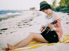 play ukulele.