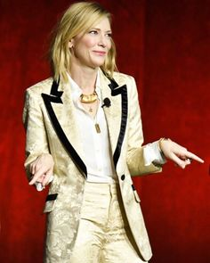 And as I head into a meeting I take my direction from a #queen #cateblanchett #zassss #myheart #youslayme #howyoumakemefeel #sobeautiful #icanttakemyeyesoffyou #perfection #cinemacon #lasvegas ✨