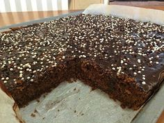 Liian hyvää: Leila Lindholmin suklaapiirakkaa pellillinen Snacks, Baking, Sweet, Desserts, Food, Candy, Tailgate Desserts, Patisserie, Dessert