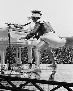 Elton John dressed as Donald Duck | Central Park - 1980