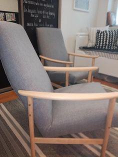 Uudelleen verhoillut skandityyliset nojatuolit