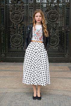 Street style moda en la calle tendencias faldas midi | Galería de fotos 27 de 44 | VOGUE