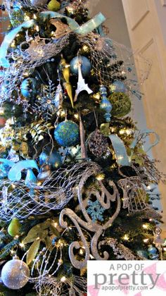 I adore the blue, green, white, silver combo & think it'll be perfect for our Christmas in summer.