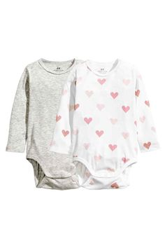 2-pack long-sleeved bodysuits: CONSCIOUS. Long-sleeved bodysuits in soft ribbed jersey made from organic cotton with press-studs on one shoulder and at the crotch.