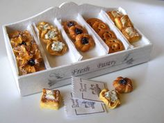 Pastry display box