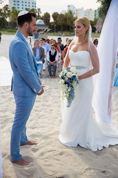 A Sassi Holford bride for a destination wedding in South Beach, Miami | Smashing the Glass - Jewish wedding blog | a thoughtful and creative beach wedding with a driftwood Chuppah