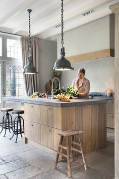 55 Smart Innovative Kitchen Island Ideas and Designs to Makeover Your Home - Contemporary Modern Kitchen Small Kitchen Ideas, DIY, Kitchen Remodel - Designblaz Rustic Kitchen Design, Home Decor Kitchen, Interior Design Kitchen, New Kitchen, Kitchen Dining, Kitchen Ideas, Island Kitchen, Wooden Kitchen, Island Table
