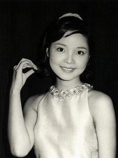 Teresa Teng http://img.sina.com.hk/news/13/2009/0615/1245049252_fFkwNY.jpg