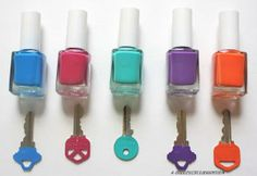 Nail polish keys - The days of fumbling looking for the right key are over. All you need is a bright nail polish, your key, and 5 minutes of patience so they can dry. Nail Polish Keys, Nail Polish Crafts, Best Nail Polish, Crafts For Teens, Diy And Crafts, Simple Crafts, Simple Diy, Do It Yourself Inspiration, Ideas Para Organizar