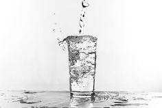 La dieta degli 8 bicchieri d'acqua è un regime dietetico facile da seguire, l'acqua è un alimento depurativo che ci aiuterà a perdere peso senza esagerare.