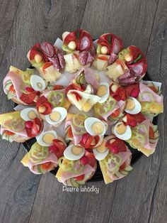 Creative gastronomy fb @pestrelahodky Appetizer Recipes, Appetizers, Czech Recipes, Food Garnishes, Canapes, Fruits And Vegetables, Cocktails, Thanksgiving, Keto