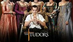 """The Tudors. 2007 - King Henry VIII of England and his 6 wives. These were definitely not """"the good old days"""". Jonathan Rhys Meyers also starred in the series """"Dracula"""", but I didn't like it as much. Jonathan Rhys Meyers, Dinastia Tudor, Los Tudor, Movies And Series, Movies And Tv Shows, Tv Series, Tudor Series, Anne Boleyn, Best Tv Shows"""