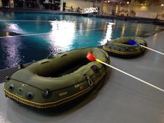 These are the little 6 foot boats they use to feed the 20+ foot whale sharks at the Georgia Aquarium. #SharkCam