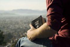 España es la que menos lee la Biblia de nueve países occidentales. Según un estudio realizado, los españoles estan en la última posición en cuanto a conocimiento bíblico.