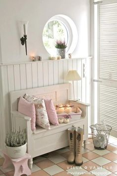 Sweet Cottage Shabby Chic Entryway Decor Ideas - For Creativ.-Sweet Cottage Shabby Chic Entryway Decor Ideas – For Creative Juice Sweet Cottage Shabby Chic Entryway Decor Ideas – For Creative Juice - Entrée Shabby Chic, Shabby Chic Entryway, Shabby Chic Furniture, Entryway Decor, Entryway Ideas, Hallway Ideas, Cottage Entryway, Vintage Furniture, Country Entryway