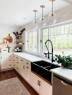 20+ Mesmerizing Modern Farmhouse Kitchen #modernkitchen #farmhousekitchen #kitchenideas ~ Home And Garden