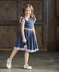 Ten model jest w grze. Frocks For Girls, Girls Party Dress, Toddler Girl Dresses, Little Girl Dresses, Baby Frocks Designs, Kids Frocks Design, Little Girl Fashion, Kids Fashion, Fashion Tips