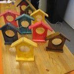 Woodworking For Kids Tekninen työ: talipalloteline pihalinnuille. Diy Crafts For School, Diy And Crafts, Arts And Crafts, Woodworking For Kids, Cool Woodworking Projects, Wooden Crafts, Wooden Diy, Diy For Kids, Crafts For Kids