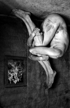 """To burn with desire and keep quiet about it is the greatest punishment we can bring on ourselves."" ― Federico García Lorca, Blood Wedding and Yerma // art from Sebastian Art Darkness Falls, Creepy Pictures, Macabre Art, Photocollage, Art Of Living, Horror Art, Photo Manipulation, Dark Art, Scary"
