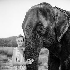 "Kate Moss photographed by Arthur Elgort for Vogue UK March 1994 ""My favorite photo that I took of Kate Moss in the nineties is the one of her with the elephant, holding its trunk, in Nepal. Arthur Elgort, Kate Moss, Vogue Uk, Vogue Spain, Vogue Korea, Ella Moss, Foto Filter, Miss Moss, Top Photographers"