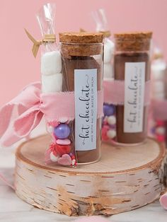 Learn how to make these adorable hot chocolate favors! Hot Chocolate Favors, Hot Chocolate Mix, Chocolate Lovers, Unique Wedding Favors, Unique Weddings, Diy Wedding, Fancy Sprinkles, Chocolate Powder, Mini Marshmallows