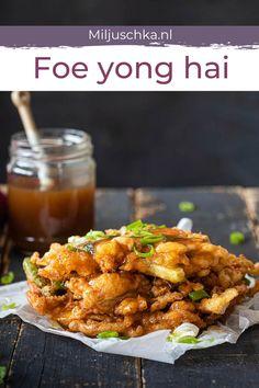 Makkelijk recept Foe young hai. Deze klassieker staat in elk Chinees restaurant op de kaart, maar maak je thuis net zo makkelijk na. En misschien nog wel lekkerder ook. Met wat witte rijst erbij heb je een heerlijke maaltijd aan dit recept met ei, maar je kunt het ook als lunch eten. Incl. recept voor saus. #miljuschka #ei Veggie Recipes, Amish Recipes, Cooking Recipes, Healthy Recipes, Dutch Recipes, Dinner Recipes Easy Quick, Easy Meals, China, Healthy Slow Cooker