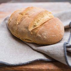 Si torna alle origini!!#pane con #lievitomadre appena sfornato!! #bread #homemade #foodporn #goodmoment #yummmmm #foodphotographer #fujilovers