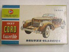 Vintage-Pyro-C332-1937-Cord-convertible-1-25-scale-model-kit-1955