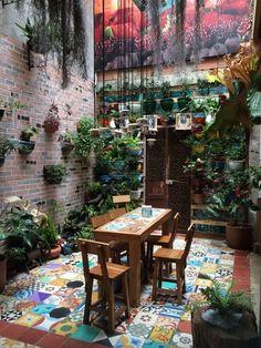 34 Basic Exterior Wall Into an Elegant Vertical Garden and The Perfect Backyard Patio, Backyard Landscaping, Landscaping Ideas, Outdoor Rooms, Outdoor Living, Outdoor Cafe, Vertical Garden Design, Vertical Gardens, House Plants Decor