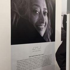 """""""7 Cool Architects"""" de Republic of #FritzHansen: Interpretaciones contextuales de la silla Series 7™ de #ArneJacobsen. Museo Nacional de Artes Visuales (#MNAV). Recordamos a #ZahaHadid con gran admiración. Fritz Hansen, Zaha Hadid, Cool, Visual Arts, Museums"""